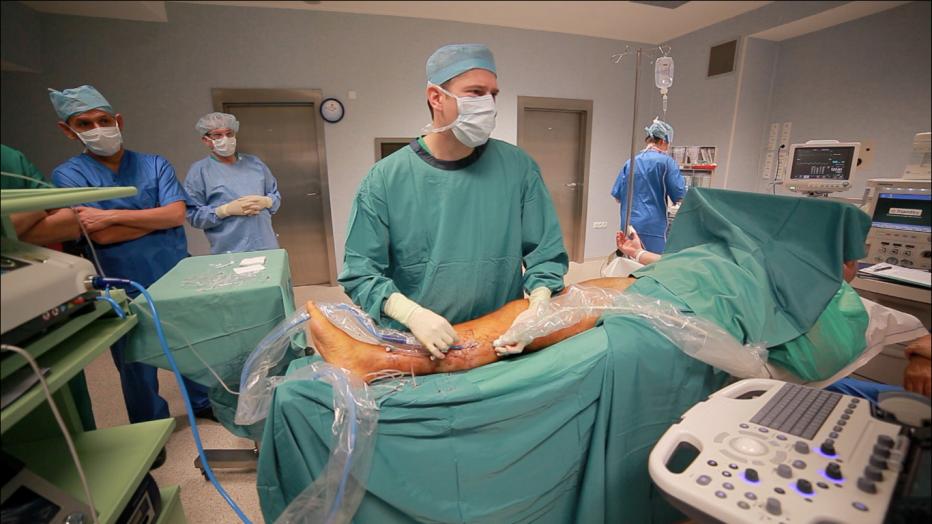 widok na na salę operacyjną podczas operacji SVS