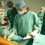 Uruchomienie obrotowej końcówki cewnika i aplikacja sklerozantu pod kontrolą USG