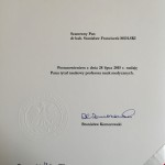 Dokument nadania tytułu profesora podpisany przez Prezydenta Komorowskiego