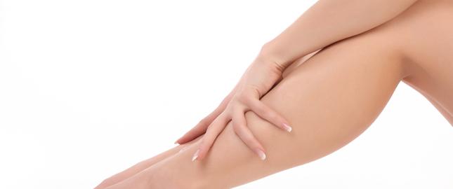 puchnięcie nóg, obrzęki kostki, dlaczego częściej puchnie lewa noga
